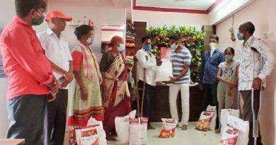 वीरादेसाई में जरूरतमंदों को राशनकिट वितरित, फूलचंद नन्हकू गुप्ता चैरिटेबल संस्था की जनसेवा
